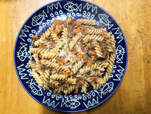 お皿に盛り付けられたボリューム満点ボロネーゼ