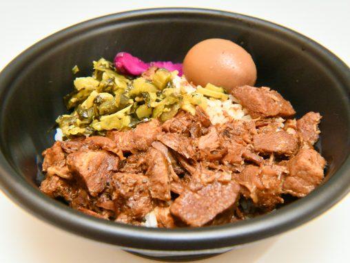 ボリューム満点の台湾料理ルーロー飯